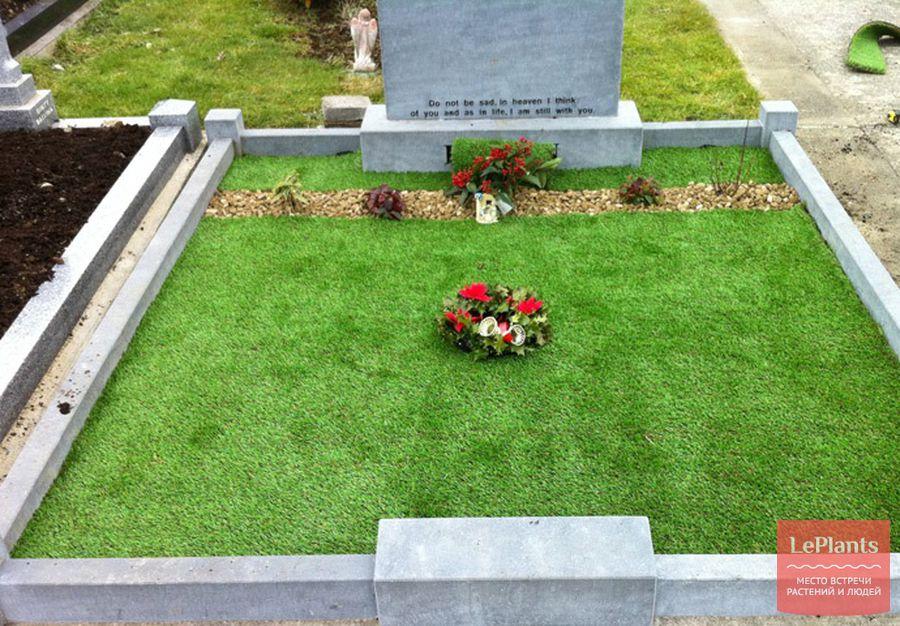 искусственный газон на кладбище